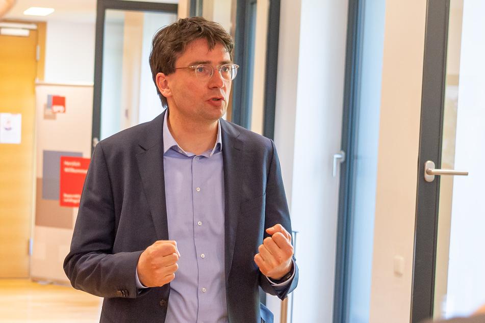 Florian von Brunn (52, SPD) hat in einem Brief an den Präsidenten des Obersten Rechnungshofes eine klare Forderung formuliert.