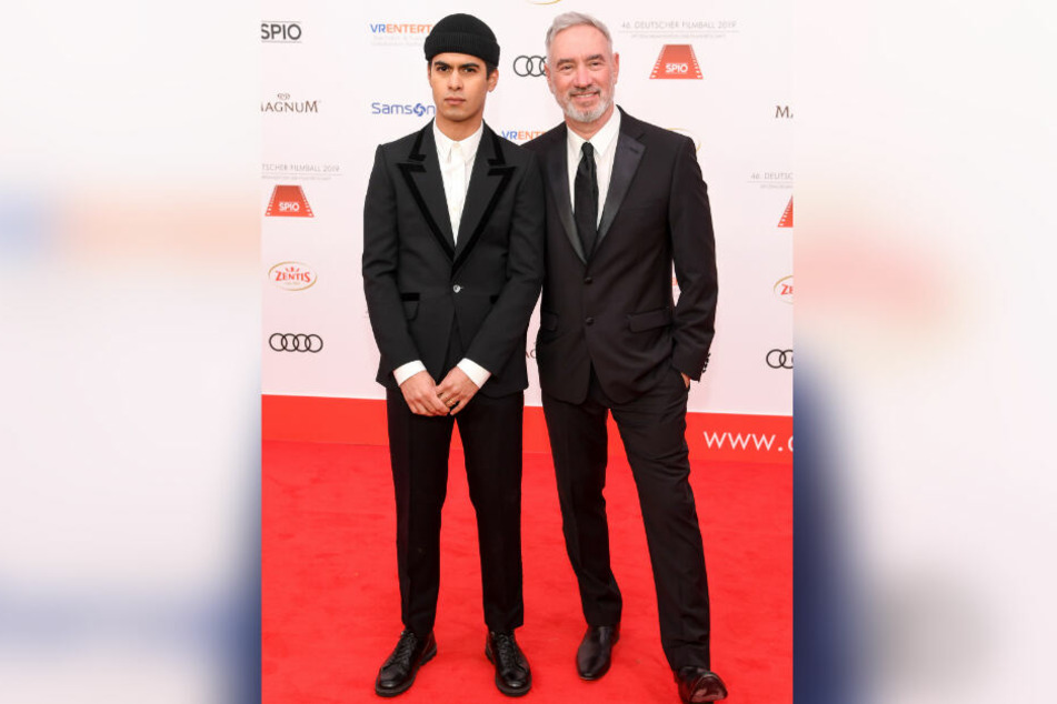 Regisseur Roland Emmerich (r) kam mit seinem Mann Gerardo Soto.