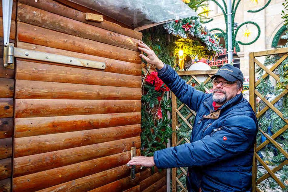 Lothar Noack (65) war entsetzt, als er die kaputte Tür und die eingedrückte Jalousie sah.