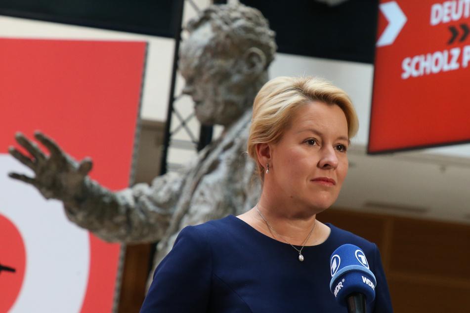 Franziska Giffey (43) will den Volksentscheid umsetzen, obwohl sie sich selbst gegen Enteignungen von Wohnungsunternehmen ausgesprochen hatte.