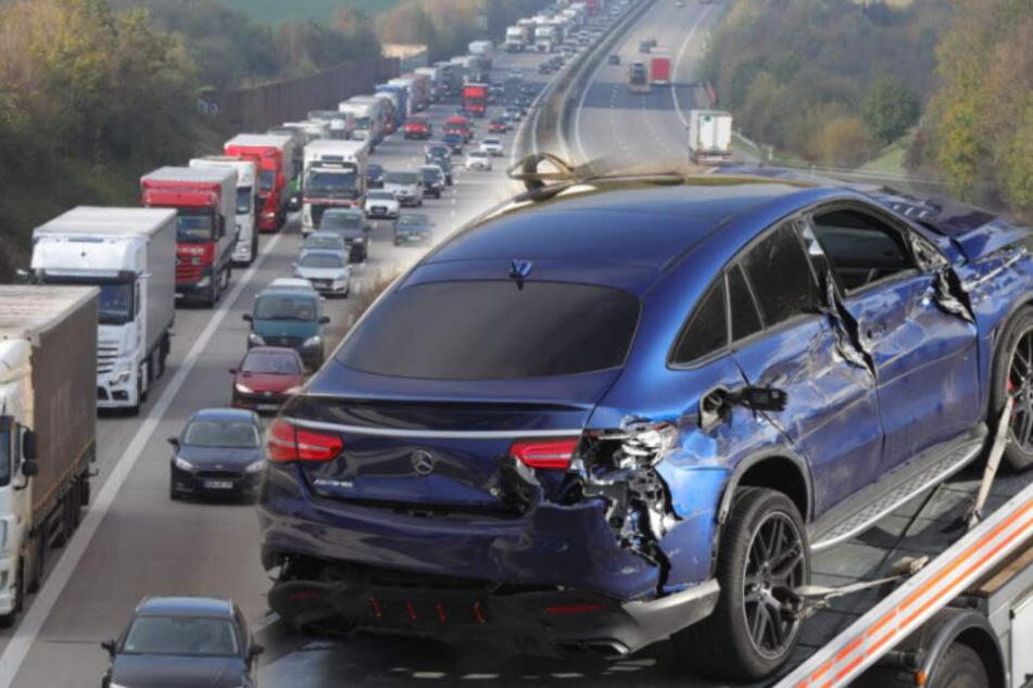 Dresden: Unfall A4 Dresden: Autodieb kracht auf Stauende und flüchtet durch Rettungsgasse