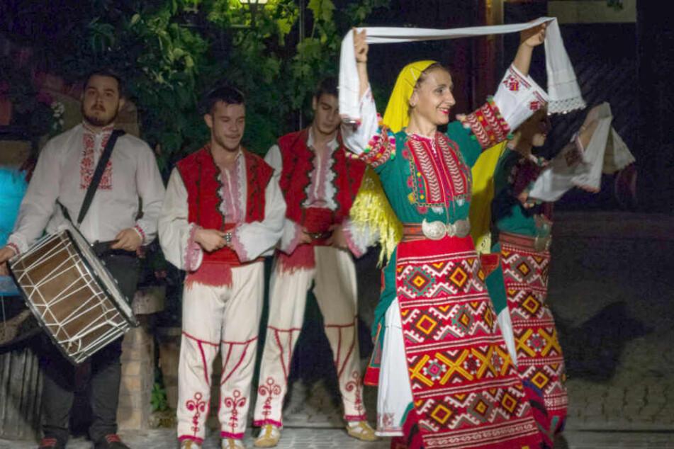 Traditionelle bulgarische Tänze werden gerne für Touristen aufgeführt.