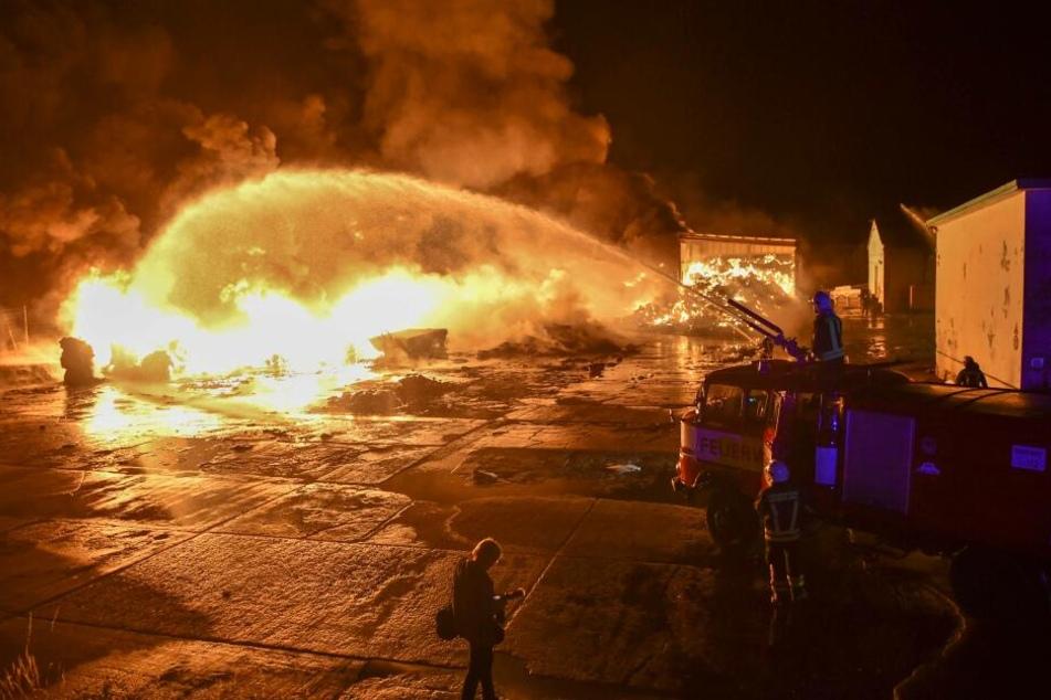 In Aschersleben brannte es letzte Nacht lichterloh bei einem Abfallunternehmen.