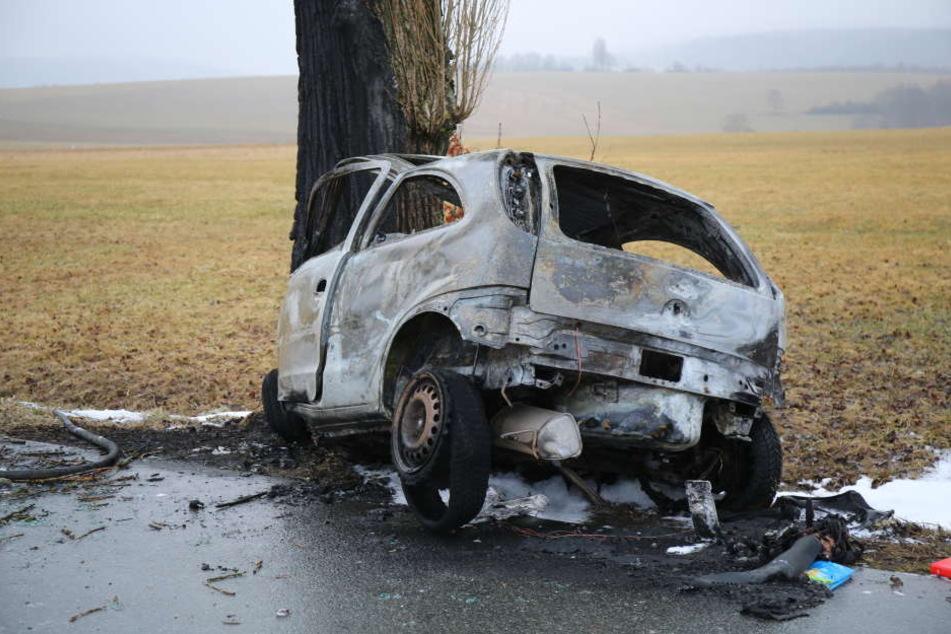 Der Mann verbrannte in seinem Wagen.