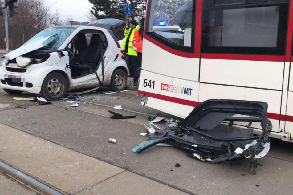 Die Fahrerin des Autos wurde schwer verletzt.