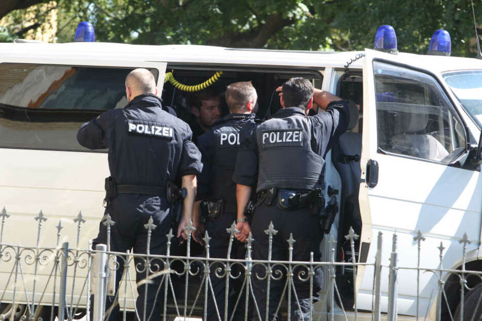 Die Polizei musste mit einem Sondereinsatzkommando anrücken, da der Mann bewaffnet war. (Symbolbild)