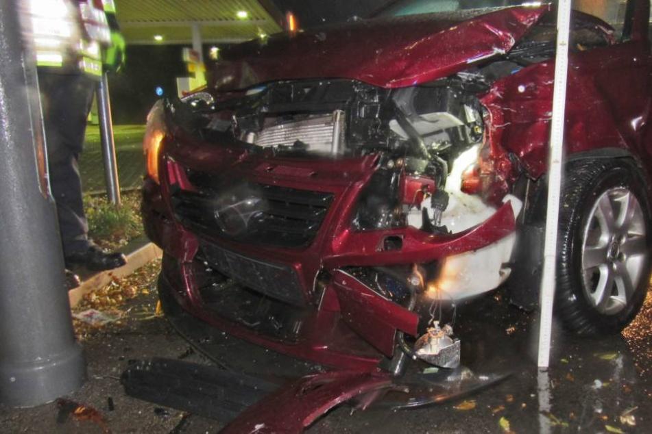 Schwerverletzte und zwei Totalschäden nach Regen-Unfall