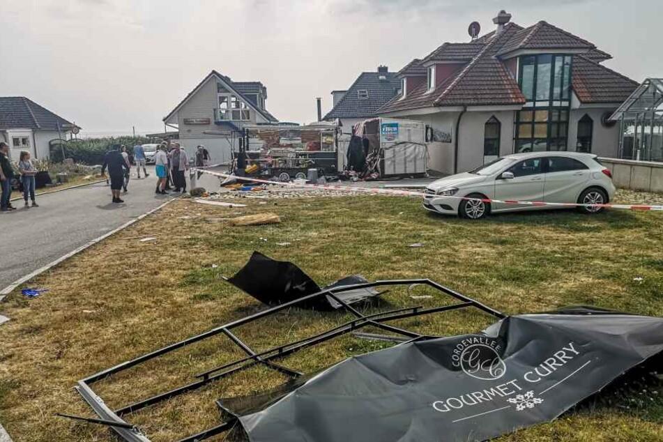 Heftiger Knall erschüttert Strandpromenade: Imbisswagen explodiert!