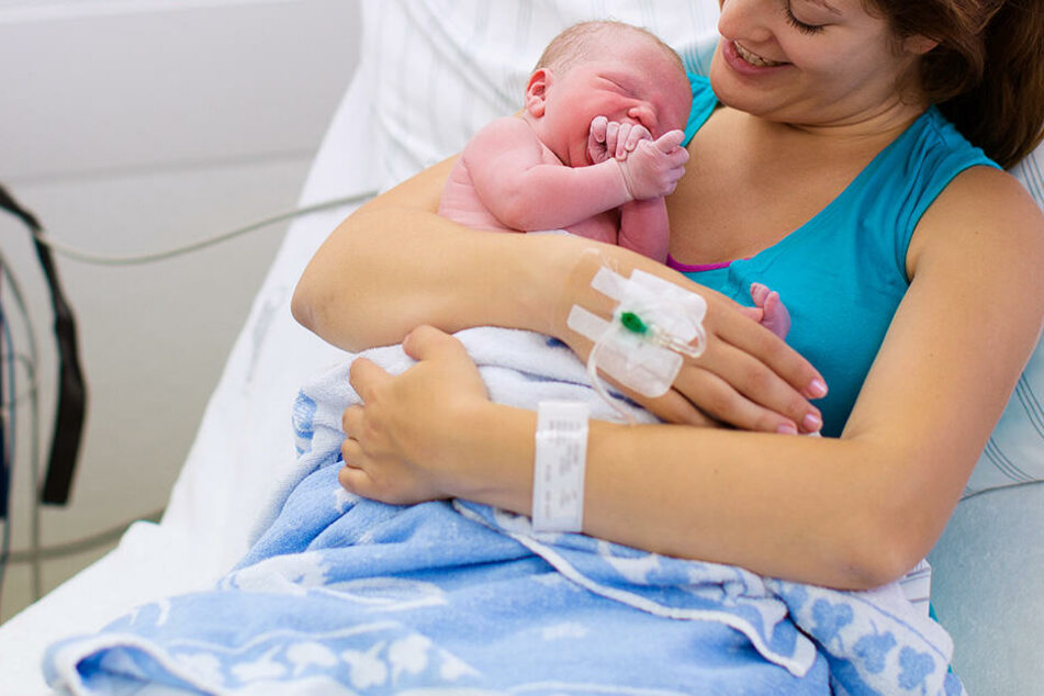 Erst fünf Monate nach der Geburt, konnte die Mutter ihr Kind betrachten. (Symbolbild)