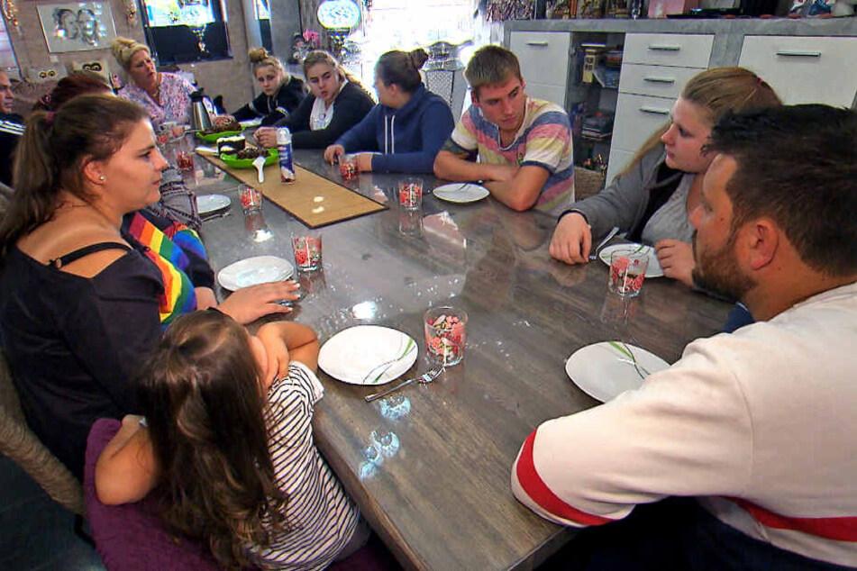 Beim Essen wird in der Großfamilie auch mal gerne diskutiert.