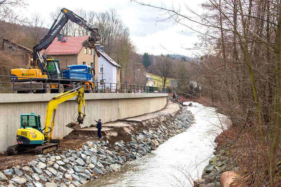 Die neue Stützmauer an der Gottleuba.