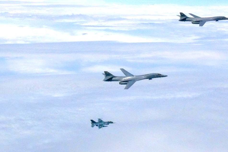US-Flugzeuge sollen zwei syrische Stützpunkte angegriffen haben.