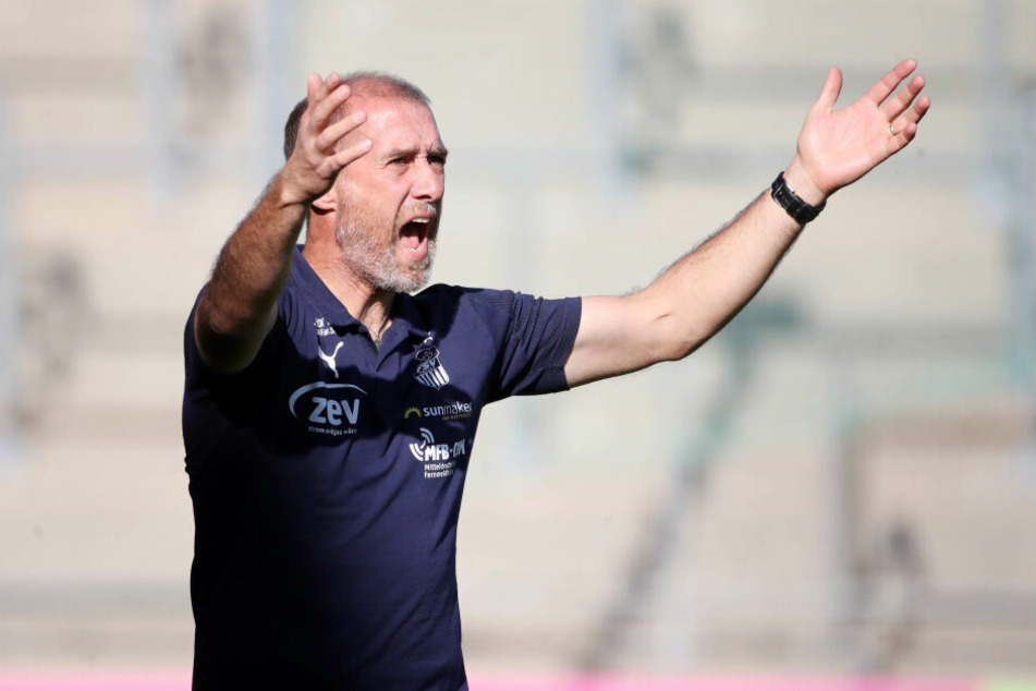 FSV-Trainer Joe Enochs ist offensichtlich nicht zufrieden mit seiner Elf.