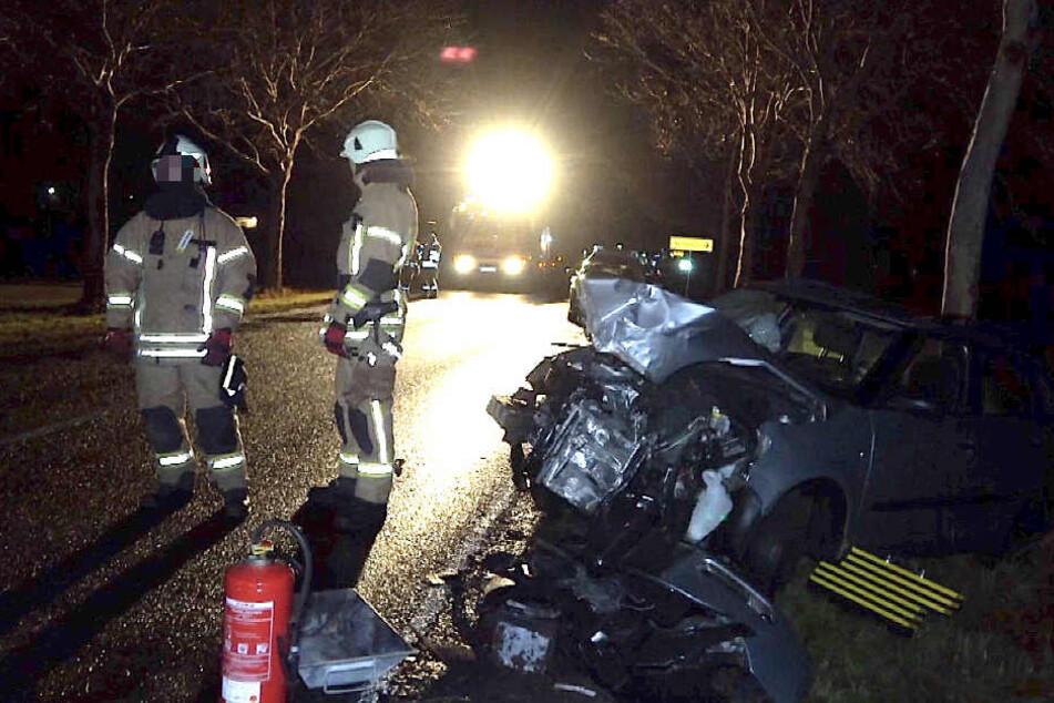 Bei einem schweren Unfall nahe Staßfurt wurde eine Person verletzt.