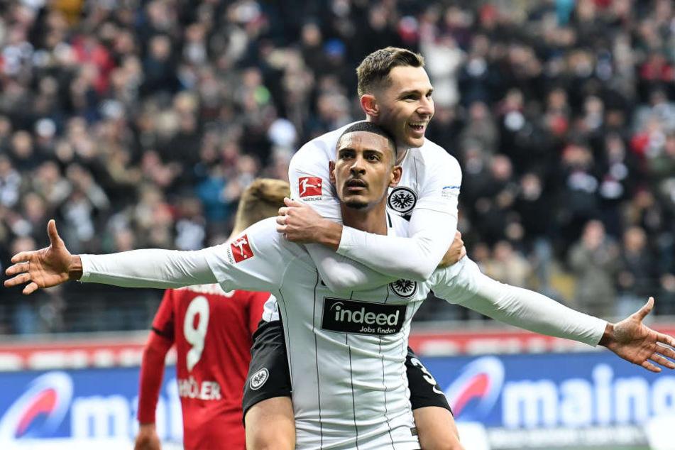 """Hallers-Treffer gegen Stuttgart heimste bereits die Titel """"Tor des Monats"""" und """"Goal of the year"""" ein."""