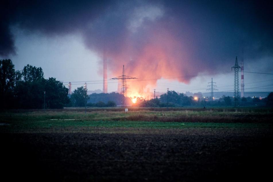 Ein Feuer ist auf dem Raffineriegelände der Bayernoil nahe Ingolstadt ausgebrochen.