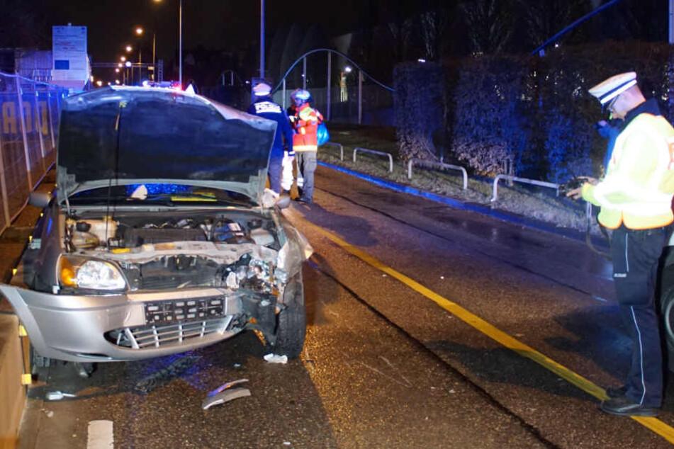 Der Fahrer dieses Ford Fiesta kam mit leichten Verletzungen davon.