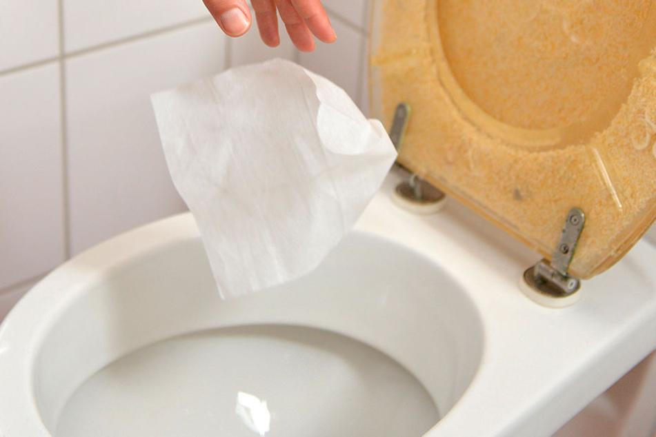 Reinigungstücher gehören in den Hausmüll - und nicht ins Klo!