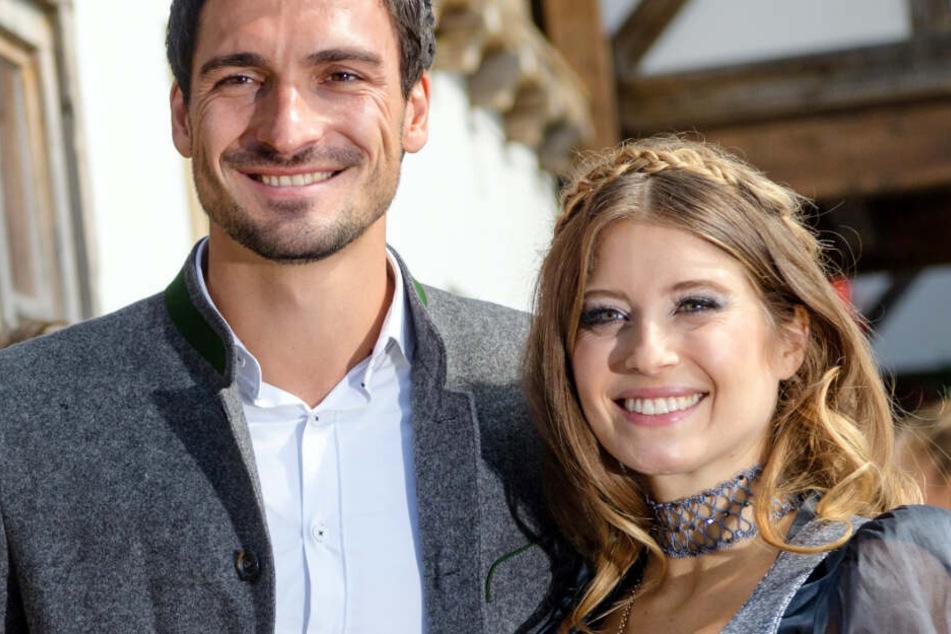 Mats Hummels (l.) und seine Cathy haben bereits einen gemeinsamen Sohn.