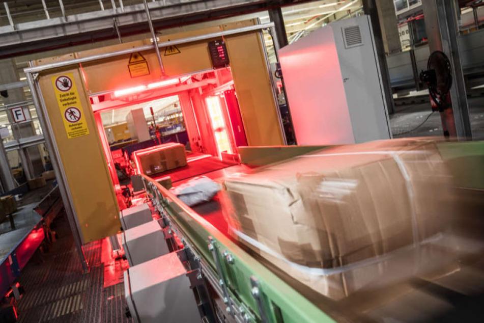 Dank Online-Boom und Flüchtlingswelle: Größtes Paketzentrum auf Rekordhoch