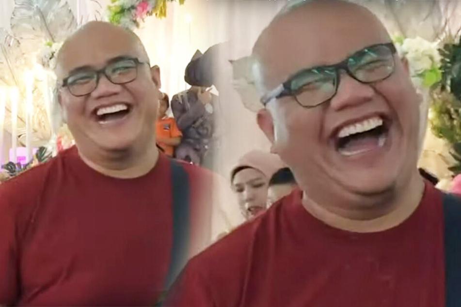 Mann geht zu Hochzeit und lacht sich schlapp, als er zur Bühne sieht