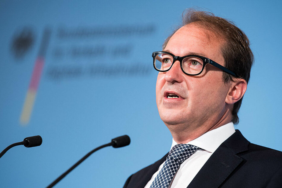 Bundesverkehrsminister Dobrindt stellt sich mit seiner Tegel-Befürwortung gegen die eigene Regierung.