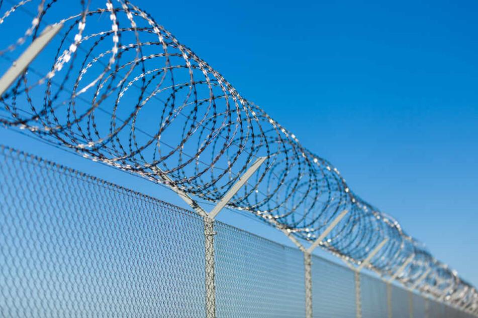 Für seine Tat muss Matthew Benjamin mehrere Wochen ins Gefängnis. (Symbolbild)