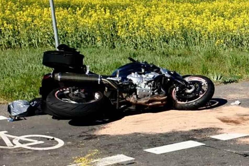 Ein Autofahrer hatte ein Motorrad übersehen.
