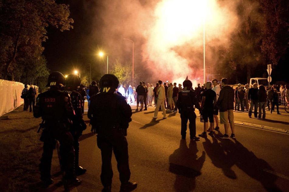 """Auch bei den Randalen in Heidenau soll sich die """"FKD"""" beteiligt haben."""