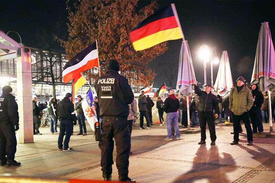 Für eine Kundgebung wie hier vor Kurzem in Berlin fehlen an Silvester in Köln die Polizei-Kräfte.