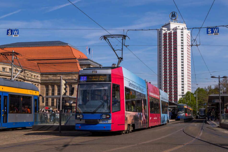 Am Leipziger Hauptbahnhof ist es zu einer Schlägerei gekommen, woraufhin ein Mann mit seinem Kopf zwischen eine Tram und die Bahnsteigkante geriet.