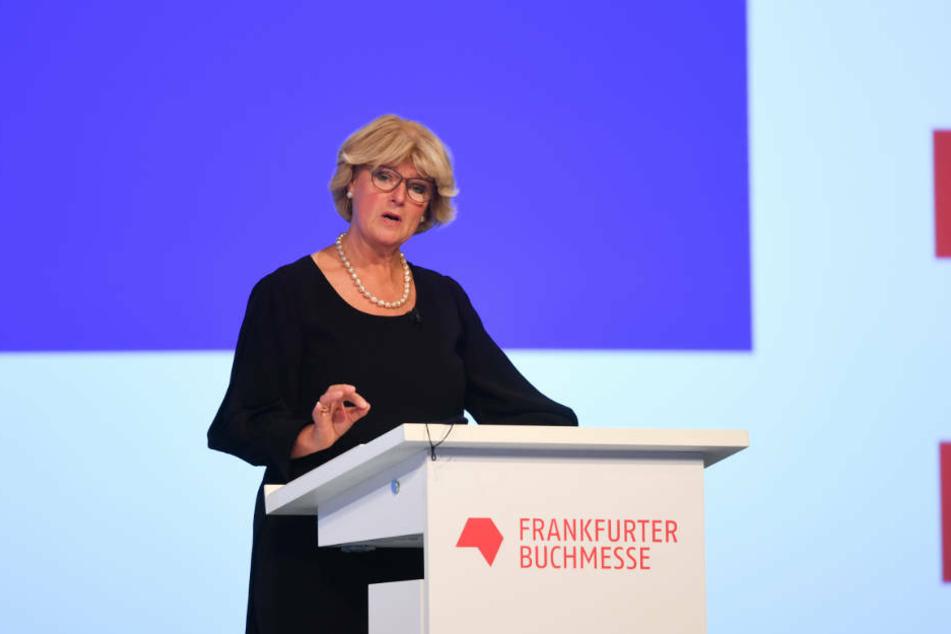 Monika Grütters (CDU), Kulturstaatsministerin, spricht während der Eröffnungsfeier der Frankfurter Buchmesse in der Festhalle.
