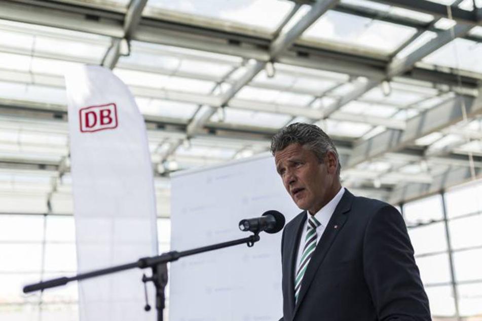 DB-Sicherheitschef Hans-Hilmar Rischke will Bodycams nun auch in Zügen einsetzen.
