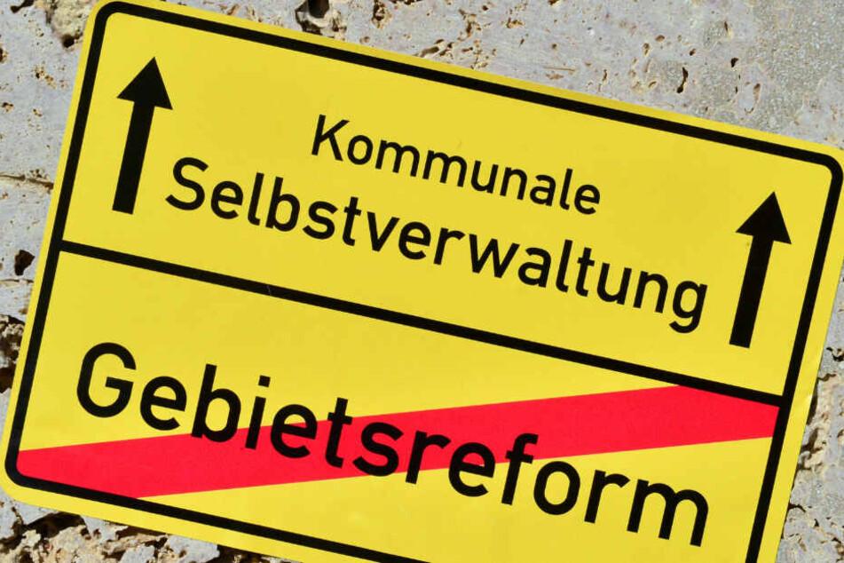 Folgt nun auch in Thüringen das Aus der geplanten Kreisgebietsreform? Zumindest wird im Landtag darüber heftig debattiert.