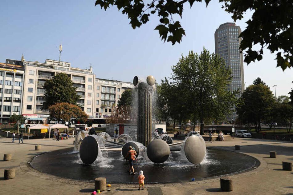 Am Kölner Ebertplatz werden fünf Masten mit insgesamt acht Überwachungskameras aufgebaut.