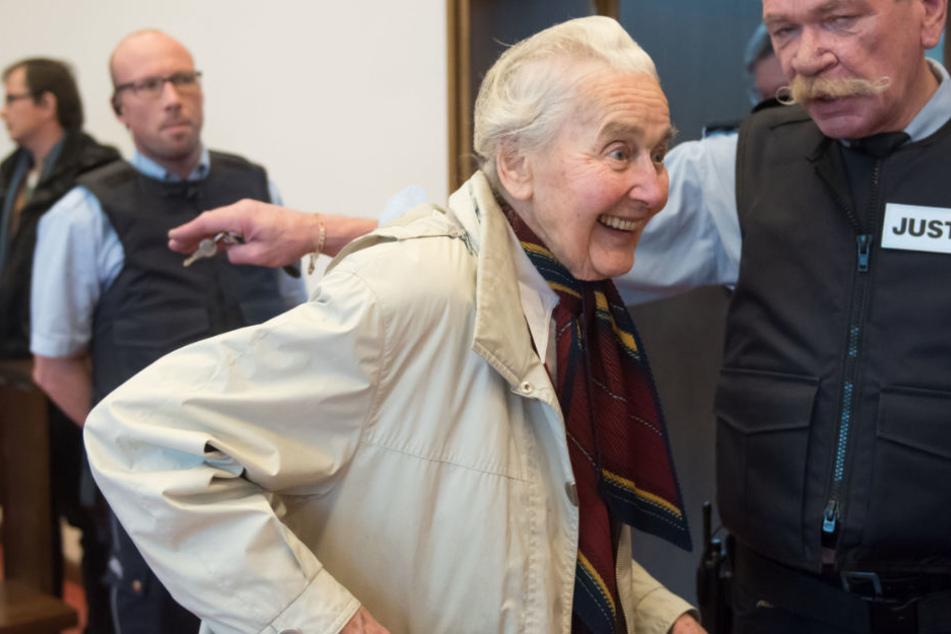 Ursula Haverbeck (89) droht noch immer der Knast: Sie hält sich selbst für nicht haftfähig.