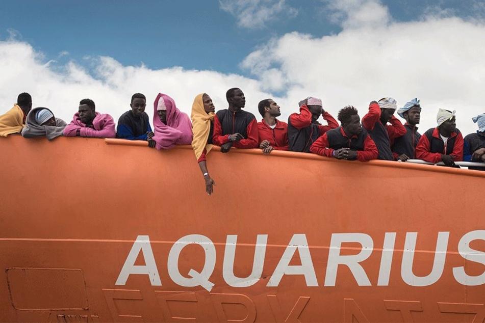"""Die """"C-Star"""" traf am Samstag rund 20 Seemeilen vor Libyen ein und verfolgte dort die """"Aquarius"""". Dies berichtete ein Reporter der Nachrichtenagentur AFP an Bord der """"Aquarius""""."""