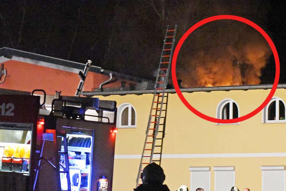 Die Feuerwehr musste eine Leiter an das Wohnhaus anlegen, um zu dem brennenden Kinderzimmer zu gelangen.