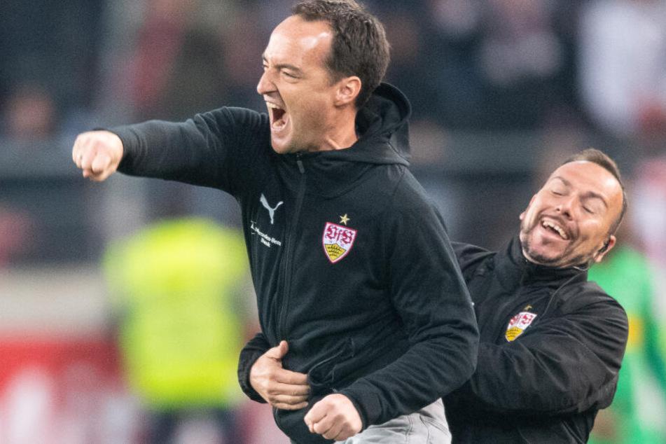 Nico Willig (links im Bild) trainiert die U19 des VfB Stuttgart und sprang in der vergangenen Saison als Interimstrainer bei den Profis ein.
