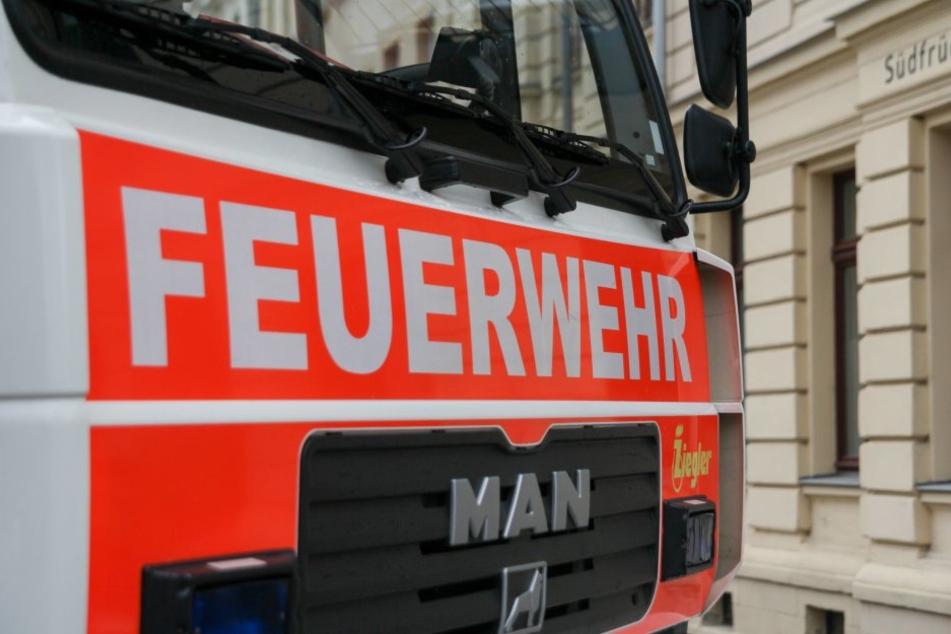 Die Feuerwehr musste anrücken, nachdem ein Rentner die Fassade seines Hauses in Brand setzte.