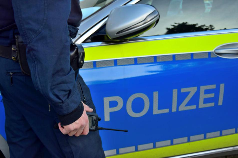 Die Polizeibeamten wurden bis auf Weiteres vom Dienst freigestellt. (Symbolbild)