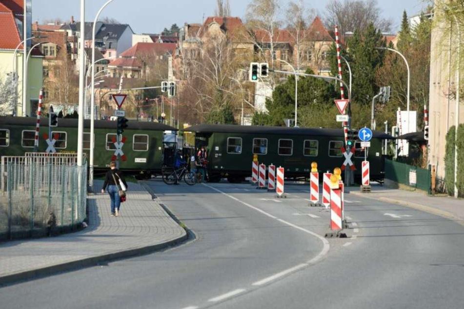 Der Bahnübergang war für mehrere Stunden voll gesperrt.