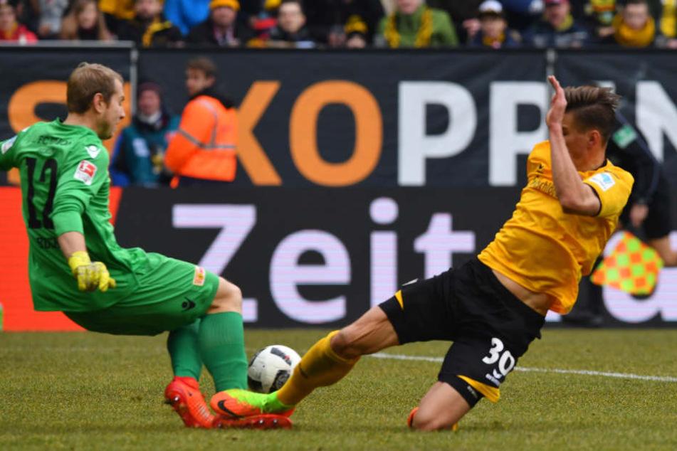 Dicke Chance von Stefan Kutschke in der ersten Halbzeit, doch Unions Torwart rettet.