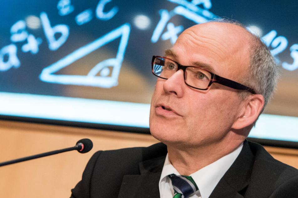 Hamburgs Schulsenator Ties Rabe (SPD) stellt die Pläne zur Umsetzung des Digitalpaktes vor.