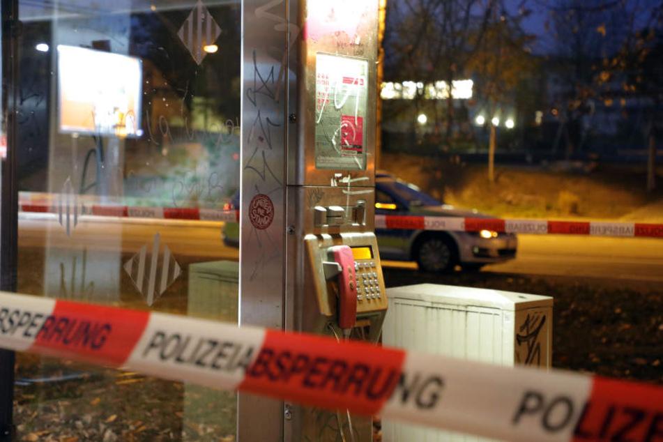 Von dieser Telefonzelle aus soll der Unbekannte bei der Polizei angerufen und mit der Bombe gedroht haben.