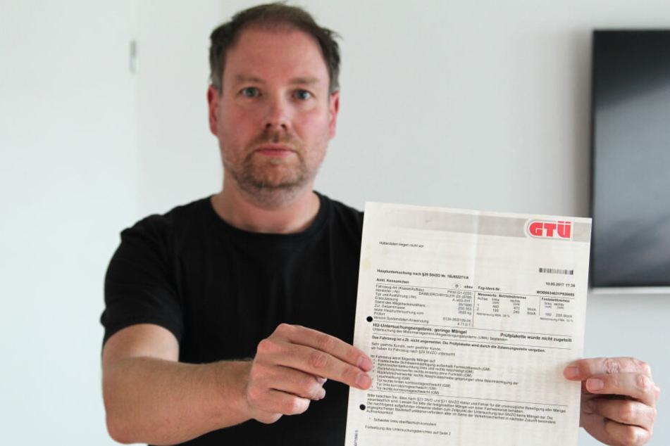 Immobilien-Kaufmann Christian Preissler zeigt den strittigen GTÜ-Prüfbericht, der merkwürdigerweise weder Daten des Halters oder Vorbesitzers noch des Auftraggebers enthält.