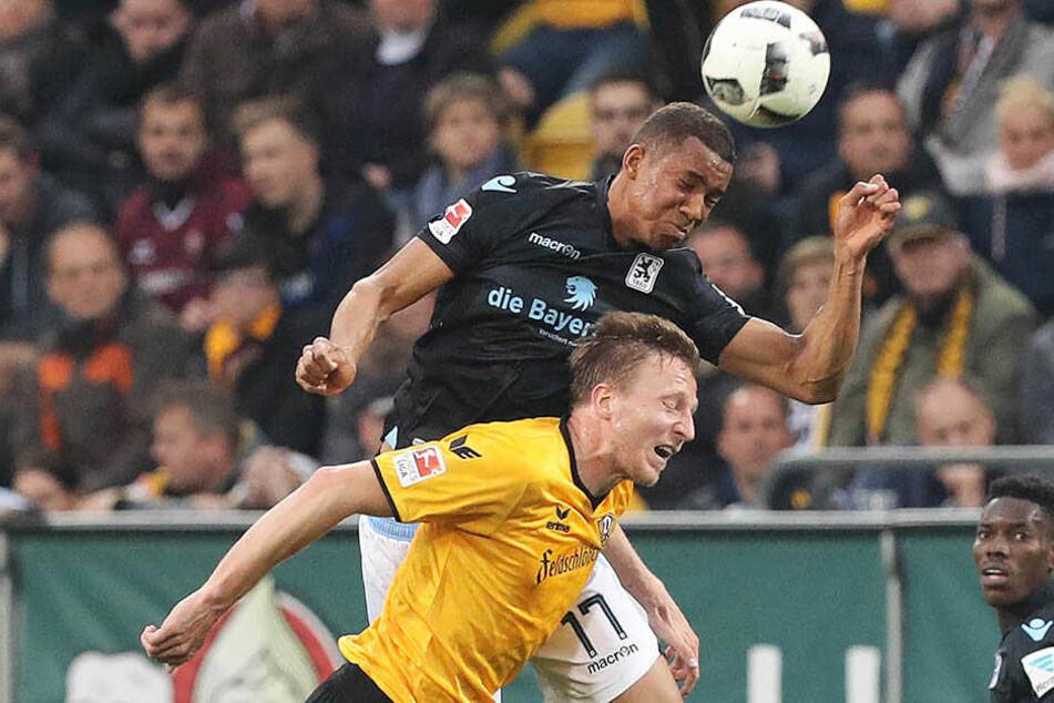 """Ein ganz schöner Kanten, dieser Felix Uduokhai (h.). Hier überspringt er Dynamo-Kapitän Marco Hartmann. Der """"Löwe"""" würde gut zu Aue passen."""