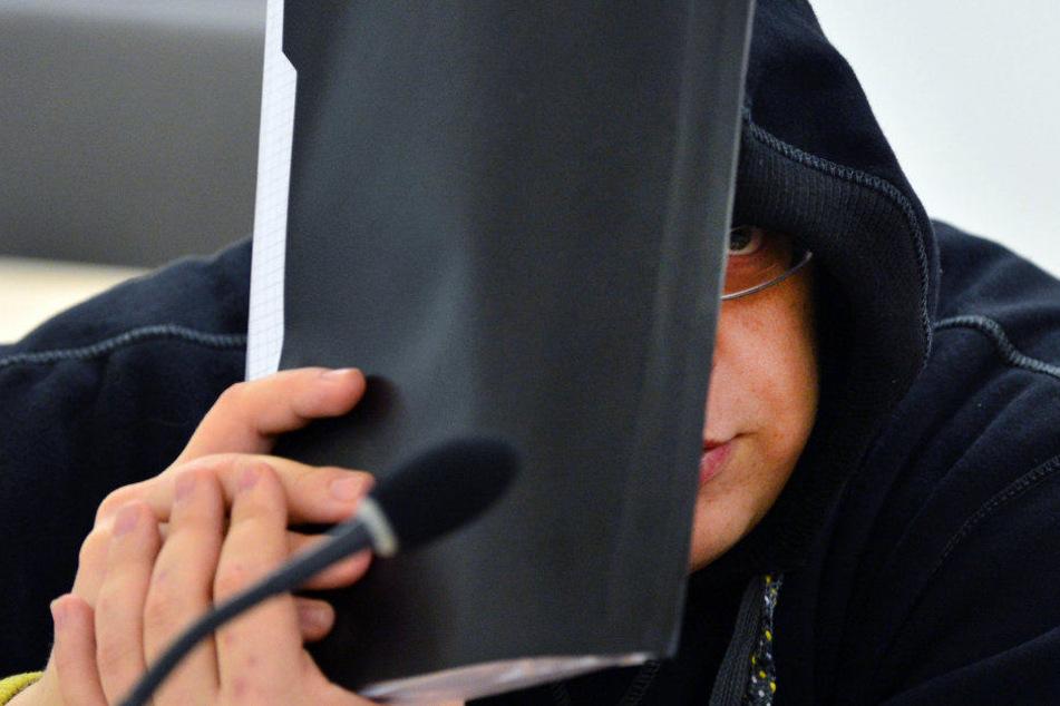 Der Neonazi Timo Brandt sitzt bereits wegen Kindesmissbrauch im Knast.