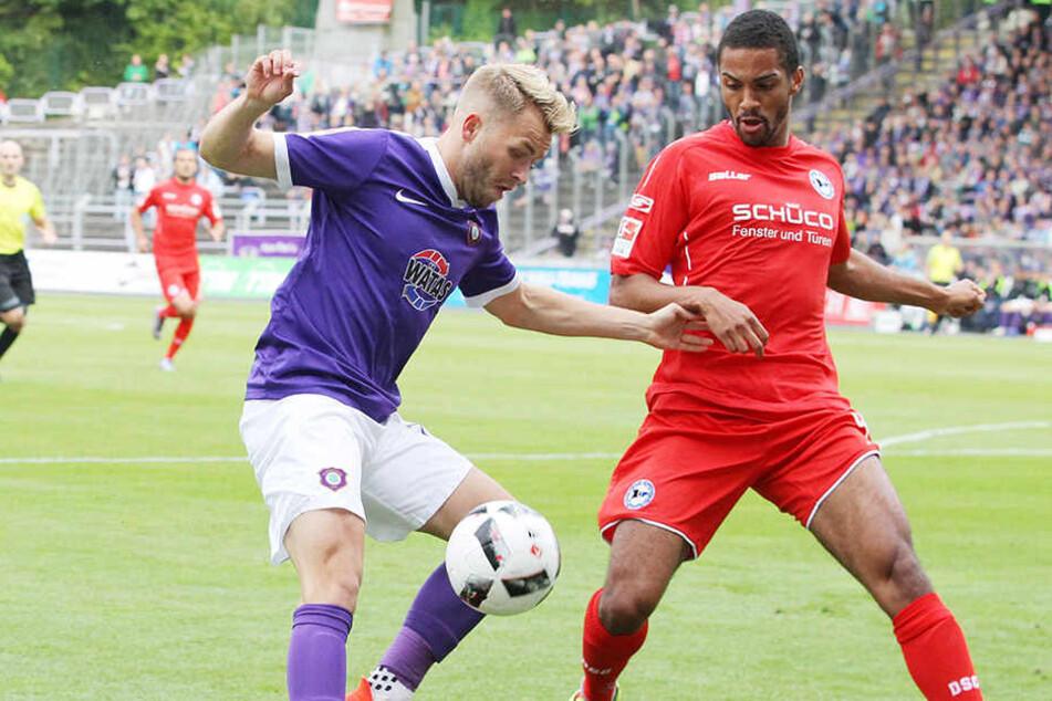 Hier noch Kontrahenten, jetzt Teamkollegen: der Ex-Bielefelder Malcolm Cacutalua (r.) und Pascal Köpke.