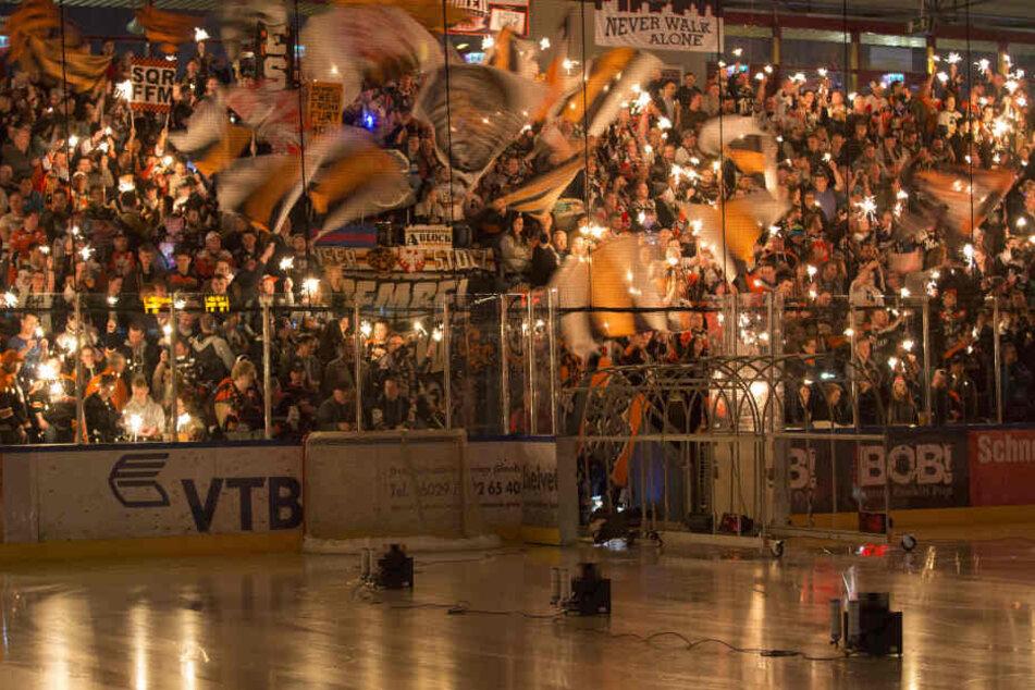 Bei den Heimspielen der Löwen Frankfurt finden bald 958 weniger Zuschauer Platz.